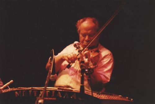 Μπινταγιάλας. Και με βιολί και με σαντούρι ...